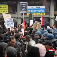L'ambassade d'Egypte à Paris cible des manifestants contre Hosni Moubarak