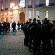 Anti et pro-Bouteflika manifestent devant l'ambassade d'Algérie à Paris