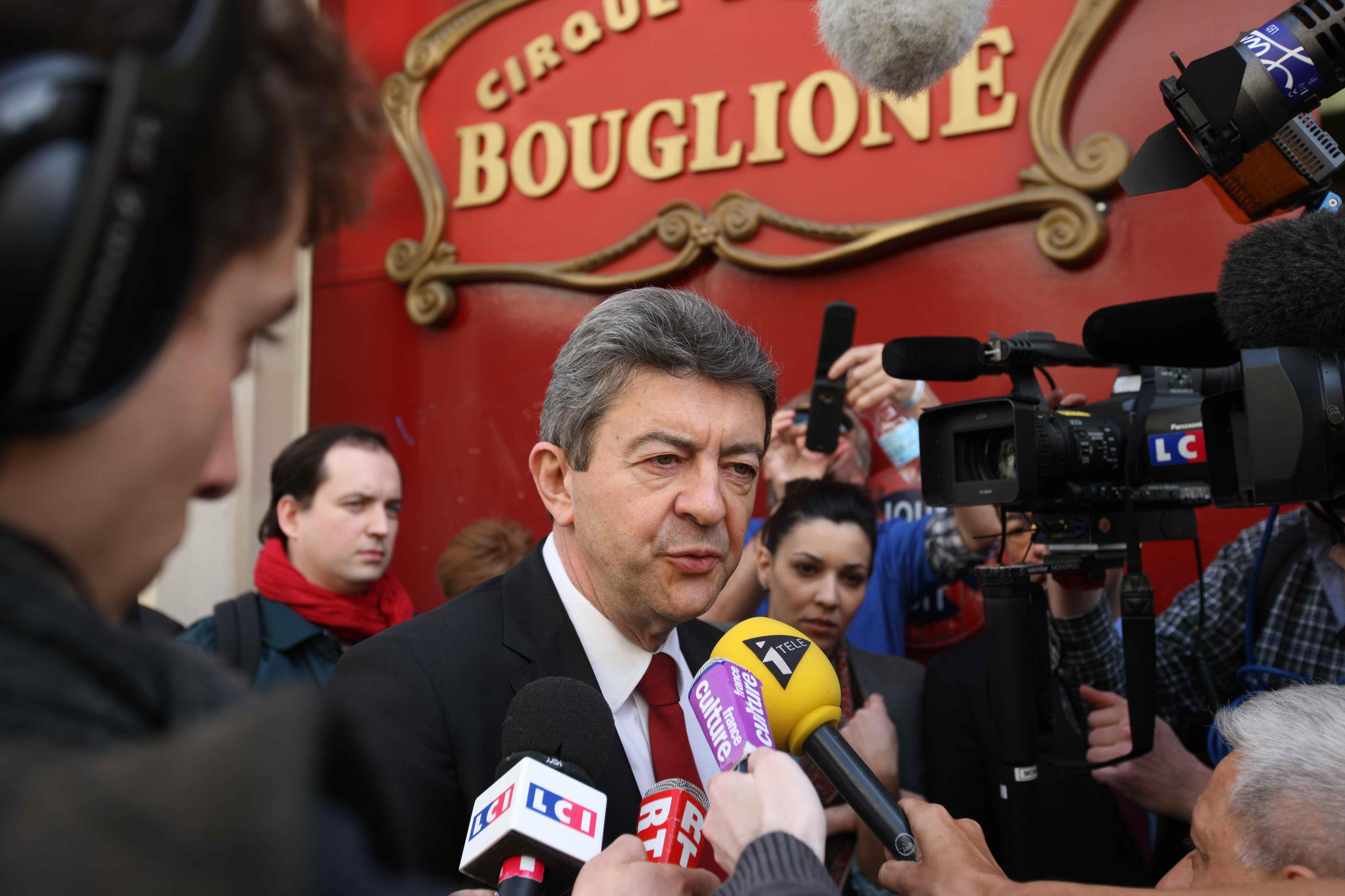 Le Cirque d'hiver à Paris fait le plein pour le droit de mourir dans la dignité