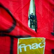 Les salariés de la Fnac se mobilisent place de la Bourse, à Paris