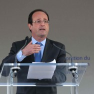 François Hollande chaleureusement accueilli à la commémoration du génocide arménien
