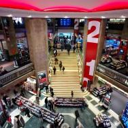 Un immeuble des Champs-Elysées mis en vente : Virgin proche du départ ?