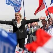 """Marine Le Pen : """"Dimanche, je voterai blanc. Et en juin, bleu marine"""""""