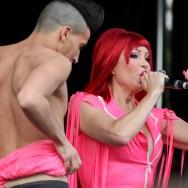 Amanda Lear chante pour la Gay Pride de Paris