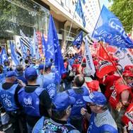 PSA : manifestation en marge du CCE à Paris