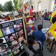 La communauté Tibétaine de France manifeste devant l'ambassade de Chine