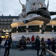 La nouvelle place de la République déjà hot-spot pour les skateurs parisiens.