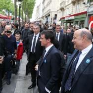 Cérémonies du 8 mai : Manuel Valls déambule sur les Champs Elysées