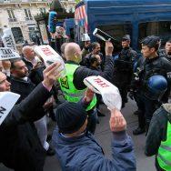Action symbolique des chauffeurs de taxi pour dénoncer la concurrence des VTC