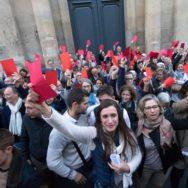 Extension de la PMA : la Manif pour tous défile à Paris.