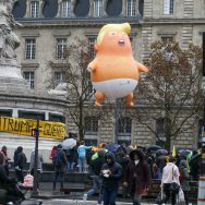 Paris: la manifestation anti-Trump a réuni 1500 personnes.