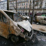 Gilets jaunes : importants dégâts matériels à Paris.