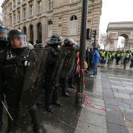 Acte 4 des Gilets jaunes à Paris : une stratégie policière payante.