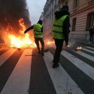 Crise des gilets jaunes : un acte 8 émaillé de heurts à Paris.