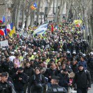 """""""Gilets jaunes"""": mobilisation en repli, avant un mois crucial pour le mouvement."""