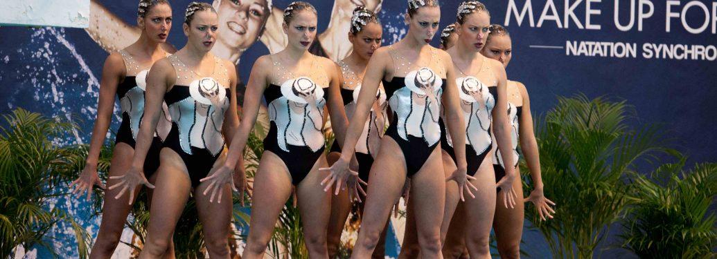 L'équipe de France de natation synchronisée en compétition à Montreuil, en attendant la sélection pour les JO de Londres