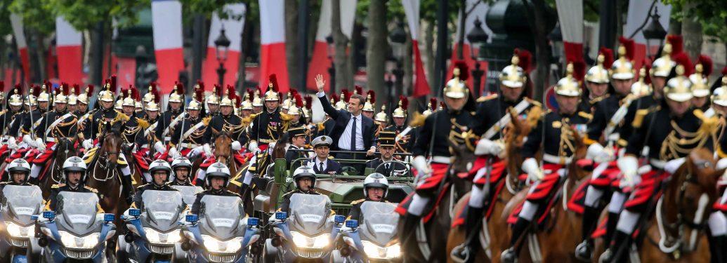 Emmanuel Macron (centre)