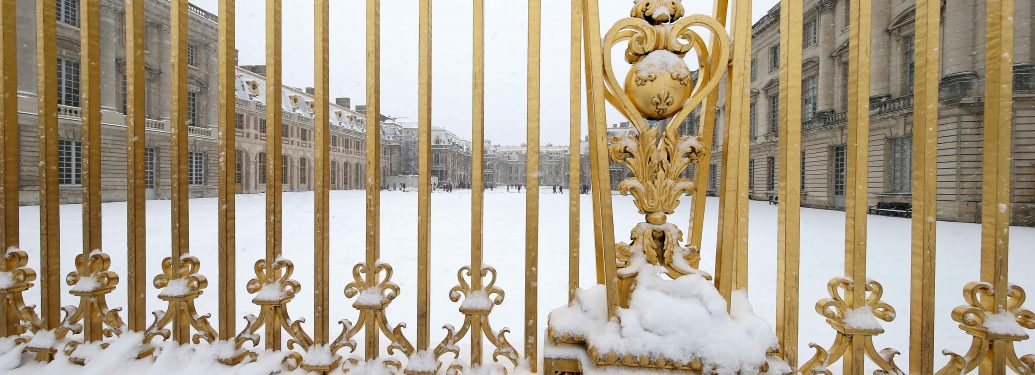 The snow-covered Palace of Versailles and its gardens are pictured on February 9, 2018 in Versailles, outside of Paris. The north-west of France has received fresh snowfall, affecting transport in the Ile-de-France region especially in Paris.