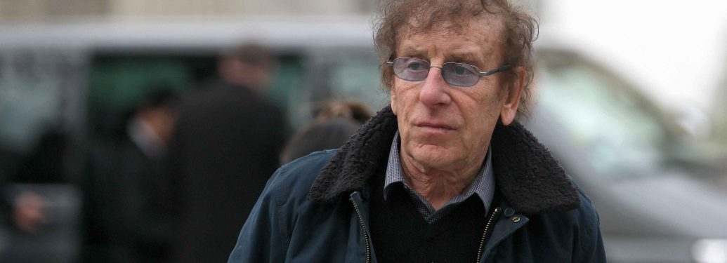 The French singer Alain Souchon (C) arrives at the Cirque d'Hiver Bouglione in Paris for the funeral of French singer Jacques Higelin on April 12, 2018. Singer Jacques Higelin, one of the pioneers of French rock, died at the age of 77, on April 6, 2018.