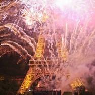 La Tour Eiffel fête ses 120 bougies en lumière