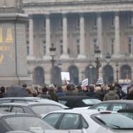 Des fans de SAAB manifestent devant l'ambassade américaine