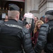 Des défenseurs de l'avortement manifestent contre la marche pour la Vie