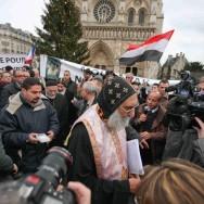 Rassemblement de soutien aux coptes devant Notre-Dame
