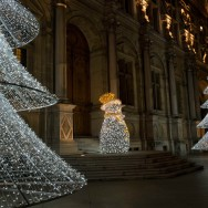 L'Hôtel de Ville de Paris illumine la nuit de la capitale