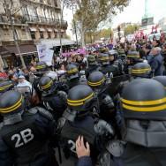 Heurts entre turcs et kurdes durant la manifestation à Paris contre la violence faite aux femmes