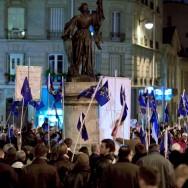 Le 600ème anniversaire de Jeanne d'Arc célébré de nuit à Paris par des catholiques traditionnalistes