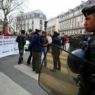 Grèce : mobilisation à Paris quelques heures avant le vote des députés à Athènes