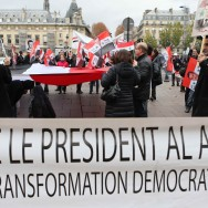 Des partisans de Bachar Al-Assad manifestent à Paris