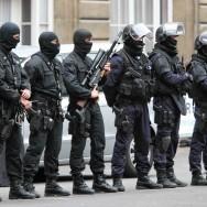 Intervention musclée de la police sur l'île de la Cité à Paris