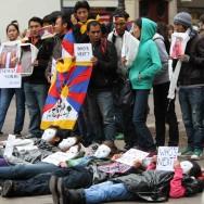 Manifestation à Paris dans un contexte de tension et de répression au Tibet