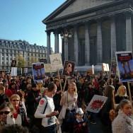 Manifestation contre la fourrure devant les grands magasins de Paris