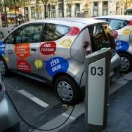 Les bluecars d'Autolib' arrivent en ville, à Paris