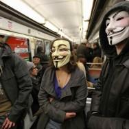 Les indignés occupent le crédit agricole de la rue des Martyrs, à Paris
