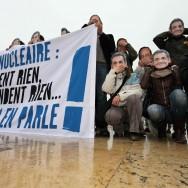 Greenpeace manifeste contre le programme sur le nucléaire des deux candidats à la Présidence
