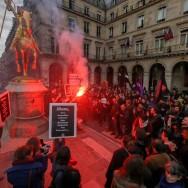 A Paris, manifestation contre le Front national au pied de la statue de Jeanne d'Arc