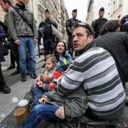 La police déloge Jeudi Noir et le Dal d'une clinique désaffectée à Montmartre