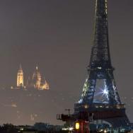 14 Juillet 2012 à Paris: boule à facettes géante et couleurs fluo pour le feu d'artifice