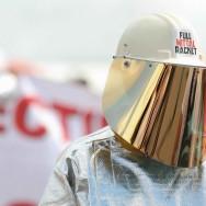 Manifestation à la Fête de L'Humanité pour l'interdiction des licenciements