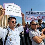 Des Marocains s'opposent à Paris pour l'allégeance au roi Mohamed VI