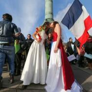Les partisans du mariage homosexuel manifestent à Paris