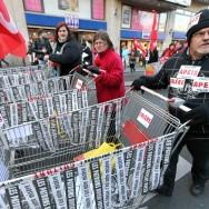 Manifestation contre le chômage et la précarité .