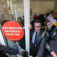 Le collectif Jeudi Noir envahit deux agences immobilières de Paris