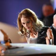 Frédérique Bel descend du taxi pour les César 2013