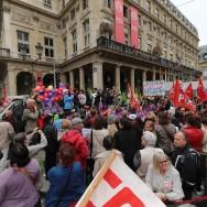 Des centaines de personnes à une «marche des femmes contre l'austérité» à Paris