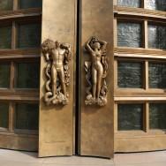 Les portes en bronze du Palais de Tokyo
