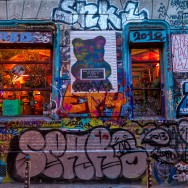 Paris : les étranges couleurs de la rue Dénoyez